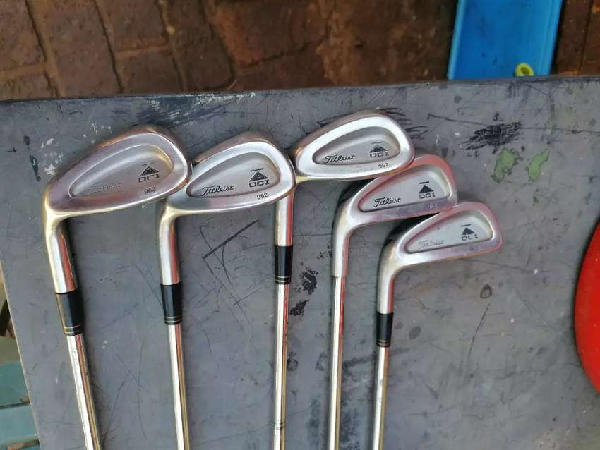 Titleist dci 962 loose irons left handed