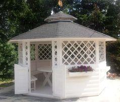 PIĘKNA ośmiokątna altana ogrodowa z ławami i stołem