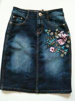 Шикарная джинсовая юбка с вышивкой миди M&N на талии высока посадка