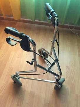 Health walker with wheels and brakes