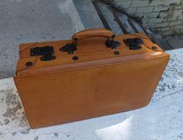 Кожаный чемоданчик