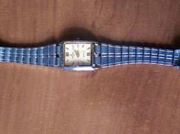 Продам женские наручные часы (кварц)