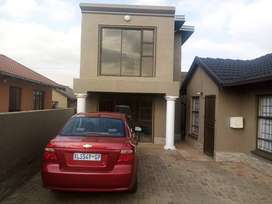 Apartment to rent R2300 protea glen