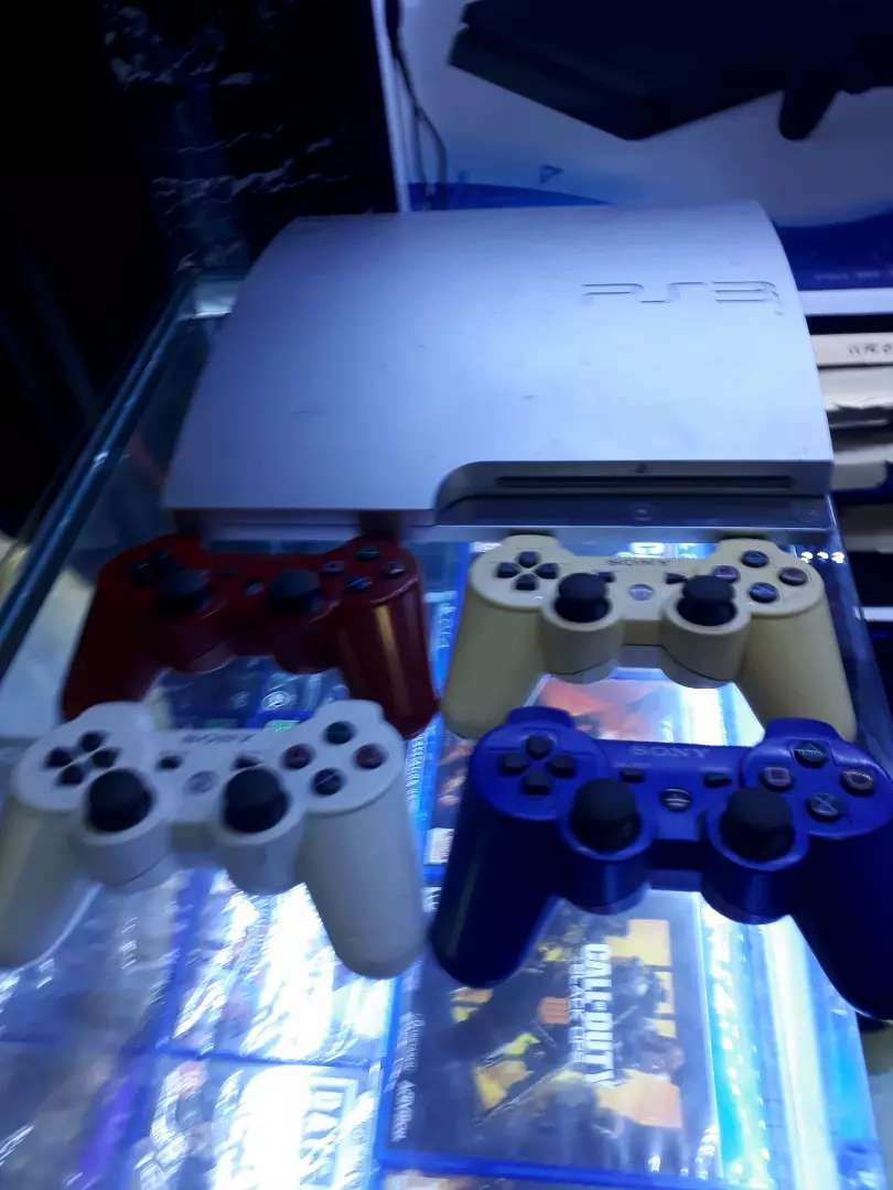 Ps3 CHIPPED AND 30 GAMES INSTALLED 0