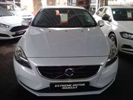 Volvo v40  d2 excell