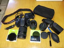 Canon DSLR camera 650D with accessories