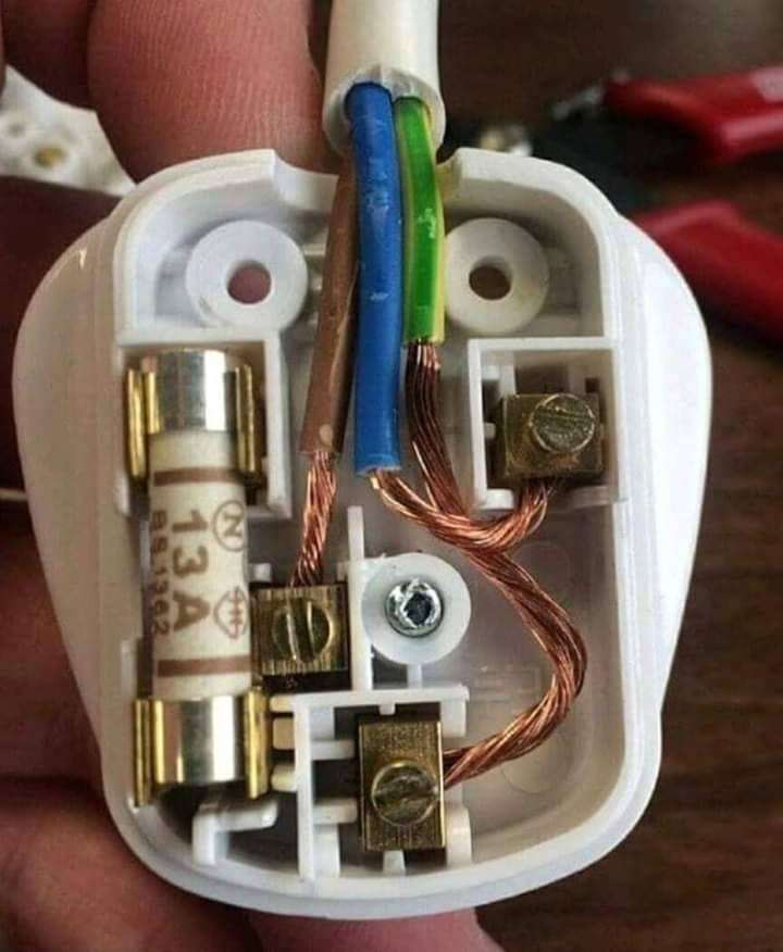 Superb electrician looking for a job 0