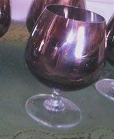 kieliszki na wino srebrny kolor od góry od dołu jasne szkło