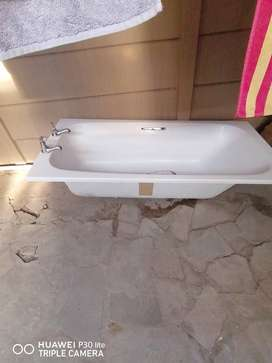 Bath With taps for R490