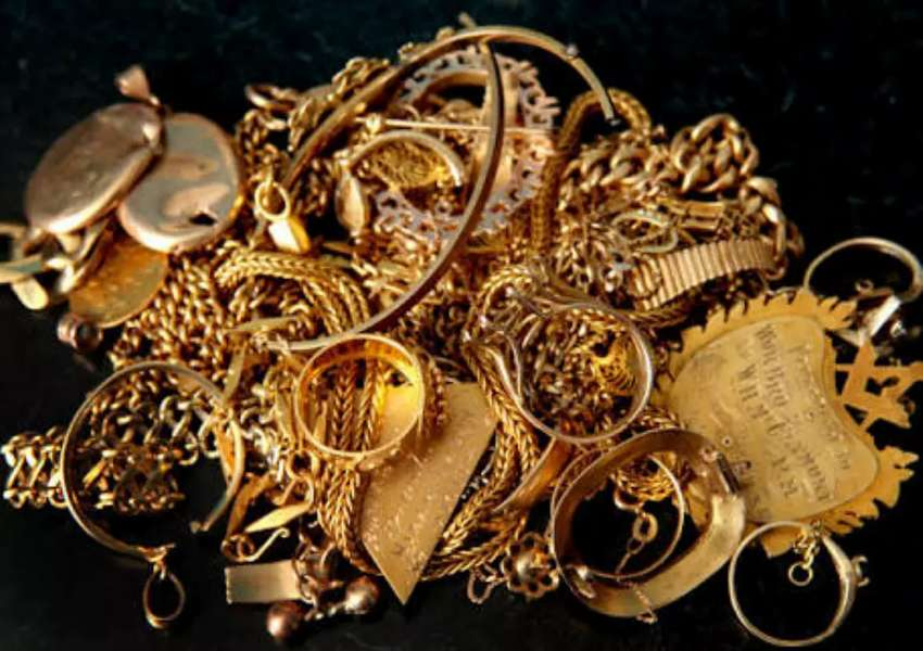 WE PAY FOR ALL KINDS OF JEWELERY AND SCRAP JEWELRY 0