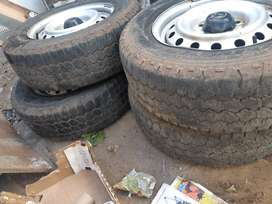 Toyota hilux standard steel rims with tyre