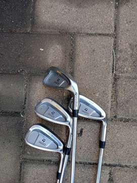 Men's golf starter pack. Taylormade irons + free stand bag