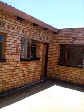 Spacious 2 bedrooms Cottage in Mofolo