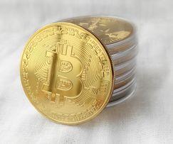 Монета сувенірна біткоін в золотому кольорі (bitcoin, биток, биткоин)