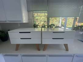 2 twin modern white Bedside tables