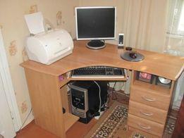 Продам кутовий комп'ютерний стіл з шухлядами