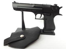 """Зажигалка - пистолет """" пустынный орел """" на подставке"""