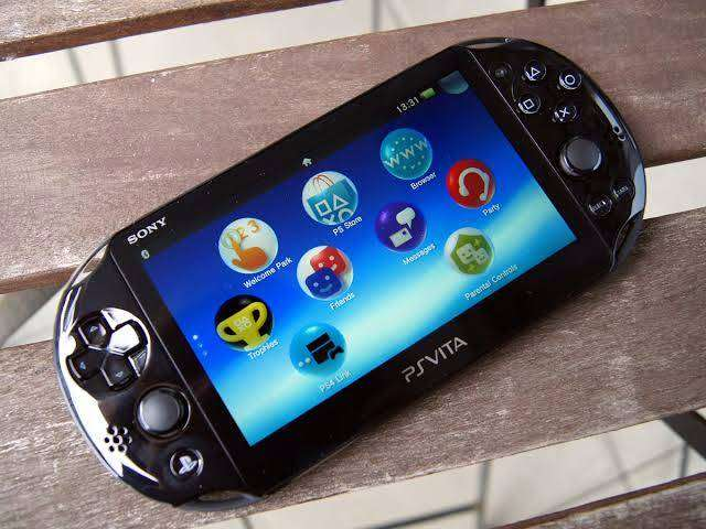 Ps vita slim (6hr continuous play)with a free game 0