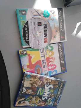 Ps2 comes with 4 games and 2 con trollers and cables
