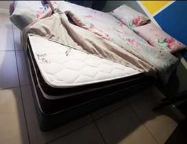 Quen Size Bed with Matress