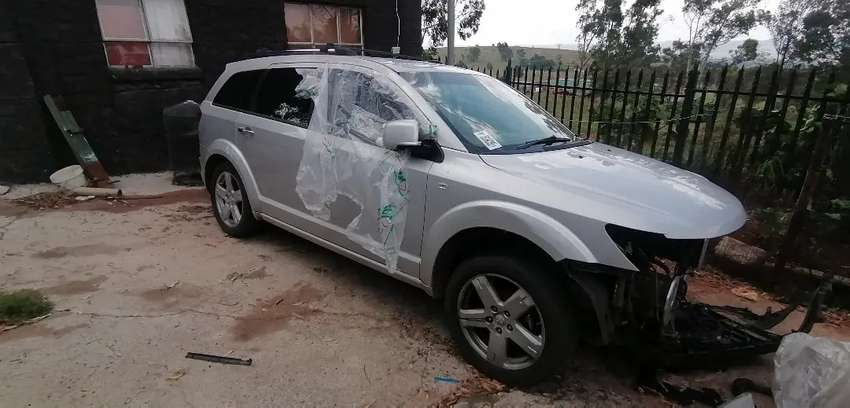 Dodge Journey stripping for spares 0