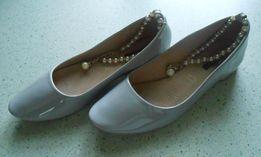 Buty eleganckie, jasny popiel, ozdobne perły, rozm.39, stan idealne