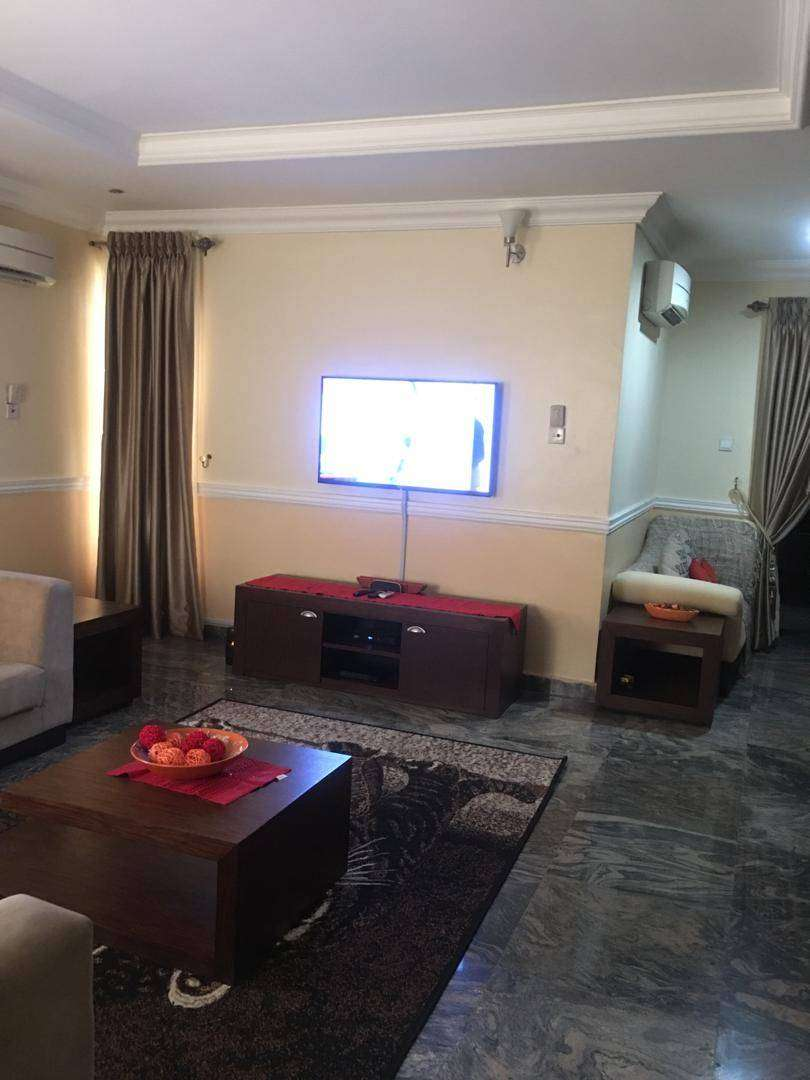 Furnished 3 bedrooms in Lekki Phase 1, Lekki, Lagos 0