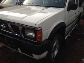 1999 Nissan hardbody, R 21 engine capacity, 4 doors, sunroof, Gold