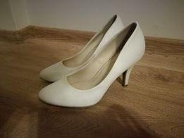 Białe szpilki, buty, botki na obcasie ślubne