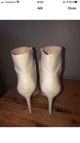 White boots size 8