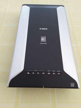 Canon 5600F colour image scanner