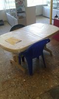 пластмасовий стіл