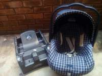 Image of Cheap Peg Perego 0-13kg car seat and base.