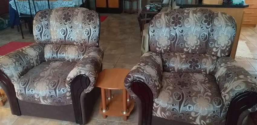 4 Piece Couch Set. 0