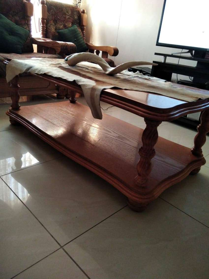 4 piece lounge suite and coffee table 0