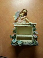Фигурка ангел на камине