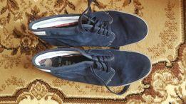 Продам замшевые кроссовки 46 размера