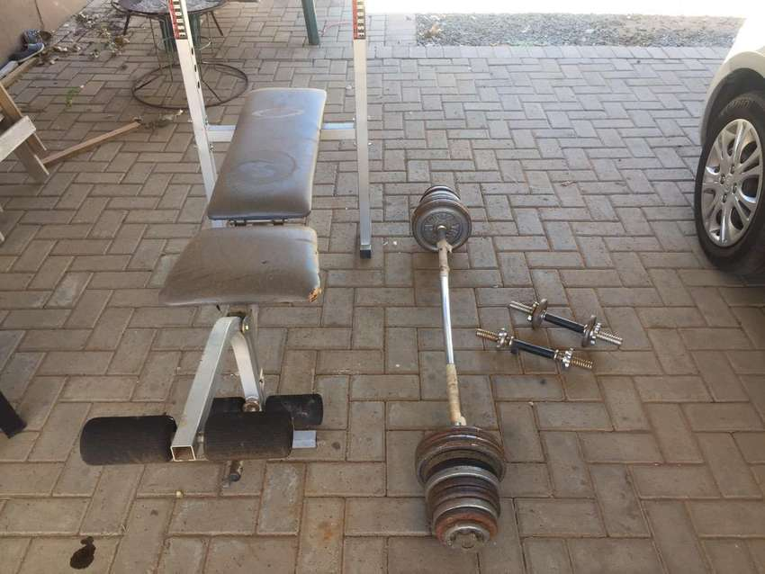 Bench and weights 0