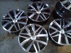 Fit a set at low price 18'' Toyota Hilux /Fortuner mags and tyres