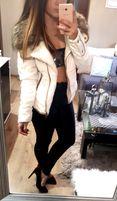 Biała pikowana kurtka z futerkiem urban bliss