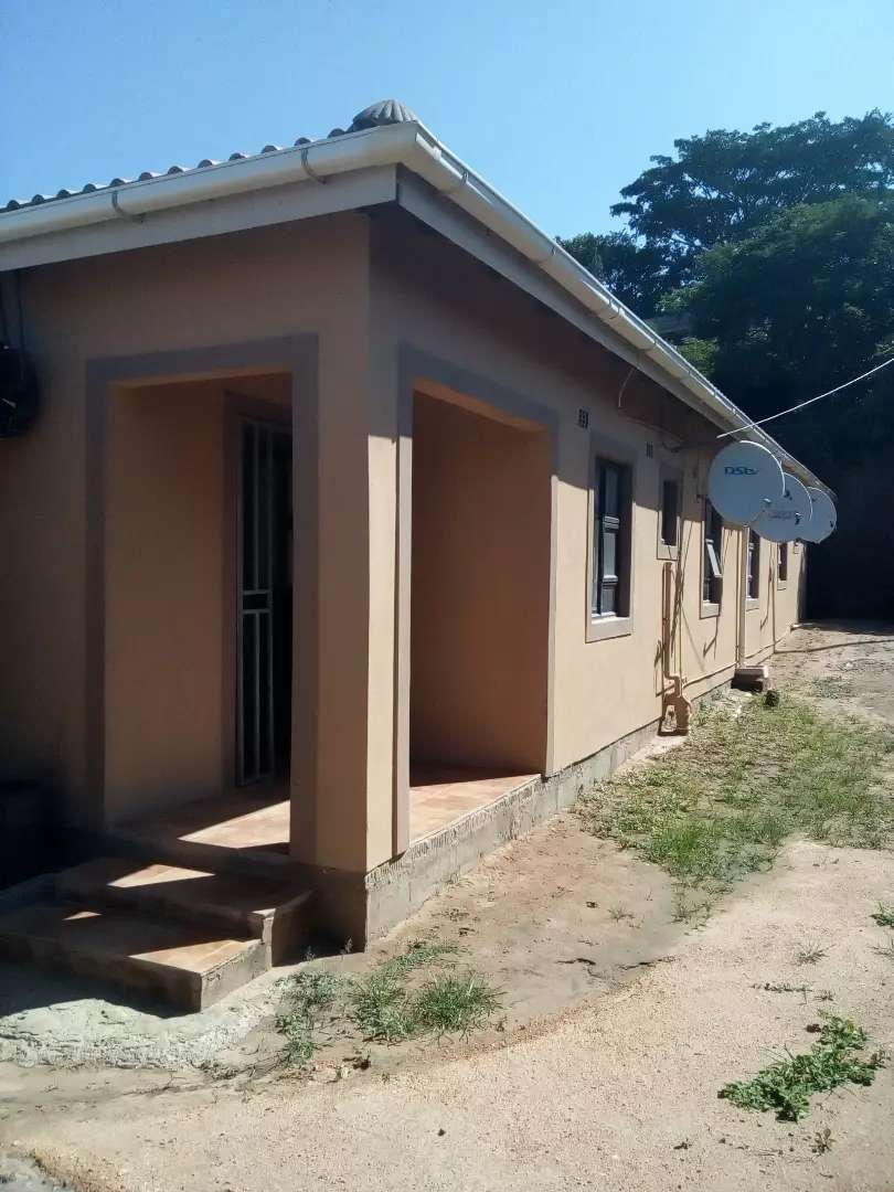 Rooms to rent R1400 0