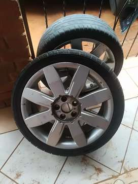 """18"""" Rim with tyres"""