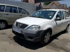 2014 Nissan Np200 1.6 with a canopy