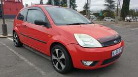 Ford Fiesta 1.4 2 door with R10,000 worth sound system