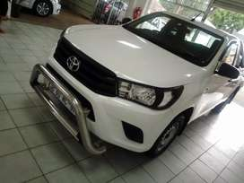 White Toyota Hilux GD-6  2.4  S/Cab