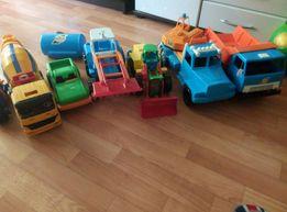 Продам игрушечную машинку