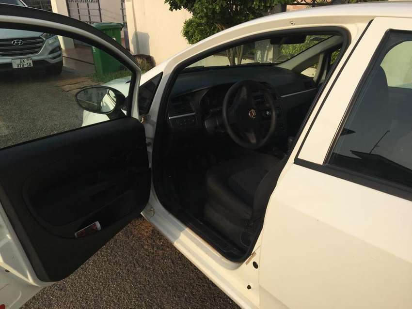 Fiat linea , white colored 2014 model , everything works 0