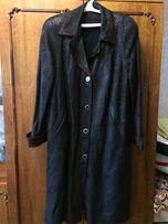 СРОЧНО!Кожаное пальто с меховыми вставками на воротнике и рукавах
