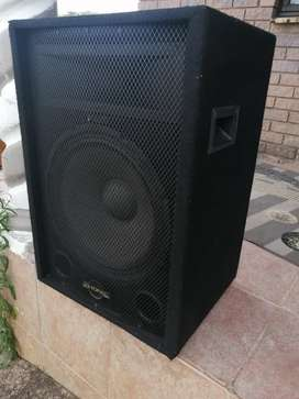 Phonic active 15 inch powered speaker R1300 not neg