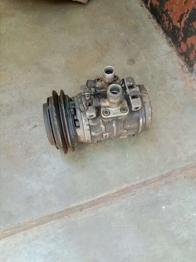 Mercedes Benz 126 series aircon pump and engine parts 0